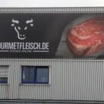 Jonas Druck großformatiges Magabanner als Außenwerbung für Gourmetfleisch.de