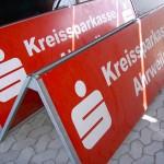 Jonas Druck Schild als Außenwerbung für die Kreissparkasse Ahrweiler.