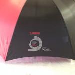 Jonas Druck individuelle Veredelung von Regenschirmen als Werbemittel für Canon.